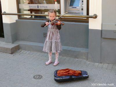 mergaite_smuikas