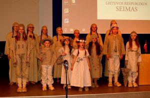 Koncertą surengę Radviliškio V.Kudirkos pagrindinės mokyklos moksleiviai.