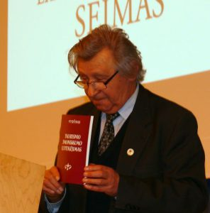 Vytauto Visocko (Slaptai.lt) nuotraukoje: daktaras, Vydūno draugijos garbės pirmininkas Vacys Bagdonavičius, šio pranešimo autorius.