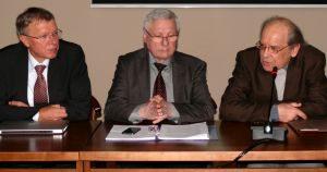 Seimo narys Kęstutis Masiulis, Žmogaus teisių gynimo fondo vadovas Vytautas Budnikas ir filosofas Krescencijus Stoškus.