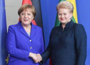 Vokietijos kanclerė Angela Merkel (kairėje) ir Lietuvos prezidentė Dalia Grybauskaitė.