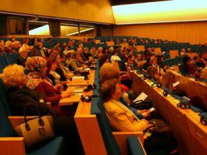 """Seimo III rūmų konferencijos salė, kurioje dirbo Tarptautinės konferencijos """"Ar kultūra tampa valstybės prioritetu?"""" dalyviai."""