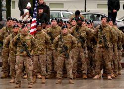Amerikiečių kariai Vilniuje, Arkikatedros aikštėje.