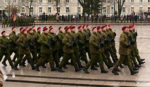 Lietuvos kariuomenės dieną - iškilmingas karių paradas Vilniaus Katedros aikštėje