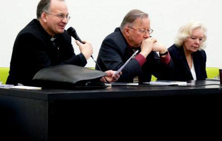 V. Landsbergio knygos pristatyme dalyvavo kun. R. Grigas, redaktorė O. Gudžiūnienė