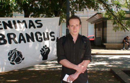 Justinas Grigas, protestuojantis Kudirkos aikštėje priešais Vyriausybės rūmus.