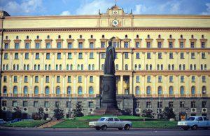 KGB būstinė Lubiankos aikštėje Maskvoje, kai ten dar stovėjo čekisto kraugerio Felikso Dzeržinskio paminklas.
