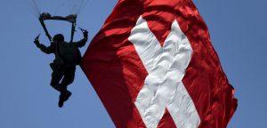 Šveicarijos vėliava. Fabrice Coffrini / AFP via Getty Images.