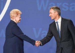 Prezidentė ir NATO generalinis sekretorius Jensas Stoltenbergas. Lietuvos Respublikos Prezidento kanceliarijos nuotraukos (Robertas Dačkus).