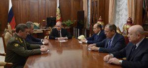 Kremliaus elitas. Centre - Rusijos prezidentas Vladimiras Putinas.