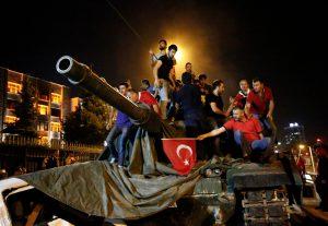 Karinis perversmas Turkijoje žlugo.
