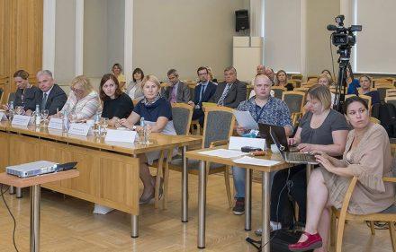 Vidaus reikalų ministras Tomas Žilinskas surengė diskusiją verslo, pramonininkų ir darbdavių konfederacijų vadovams, investuotojams, Seimo nariams bei už regionų ir migracijos politikos įgyvendinimą atsakinkingiems pareigūnams.