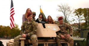 Amerikiečių kariai Vilniuje, prie Arkikatedros. Vytauto Visocko (Slaptai.lt) nuotr.