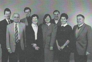 Kęstutis Jankauskas, Juozas Eretas (antras iš kairės), Birutė Eretaitė, Aldona Vasiliauskienė, Elmaras Koller, Julija Eretaitė - Koller, Algimantas Zolubas. 1996 metai (A.Zolubo archyvo nuotrauka).