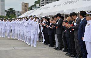 Japonijos jūrų savigynos pajėgos išlydimos į kelionę.