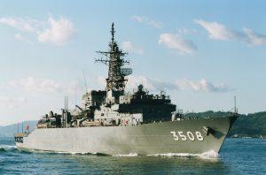 Japonijos karo laivas jūroje.