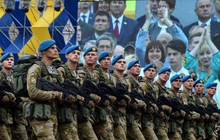 Ukrainos karių paradas Kijeve švenčiant Nepriklausomybės dieną 2016-aisiais metais.