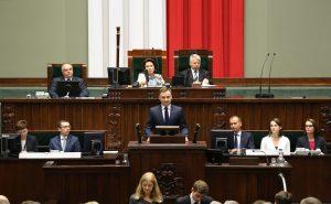 Centre - Lenkijos prezidentas Andžėjus Duda.