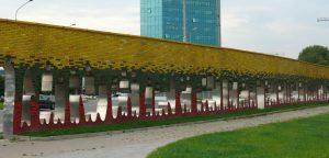 """Tado Gutausko """"Laisvės kelio"""" skulptūra, pastatyta Baltijos kelio atminimui. Vytauto Visocko (Slaptai.lt) nuotr."""