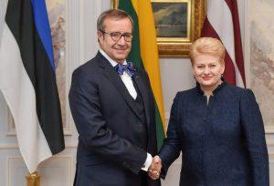 Lietuvos Respublikos Prezidentė Dalia Grybauskaitė ir Estijos Respublikos Prezidentas Tomas Hendrikas Ilvesas (Toomas Hendrik Ilves) dalyvauja aukščiausio lygio Baltijos valstybių vadovų susitikime.