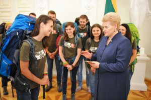 """Prezidentė Dalia Grybauskaitė sutinka """"Misija Sibiras - 2016"""" dalyvius. LR Prezidento kanceliarijos nuotr."""