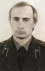 Vladimiras Putinas - KGB karininko uniforma.