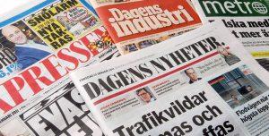 Nuotraukoje - švediški laikraščiai ir žurnalai.