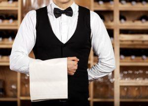 Oficiantas restorane - tai tarsi nuolankus tarnas, pasiruošęs įtikti visiems lankytojams be išimties.