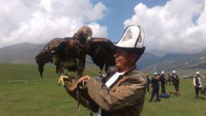 Sakalų medžioklė Kirgizijoje.