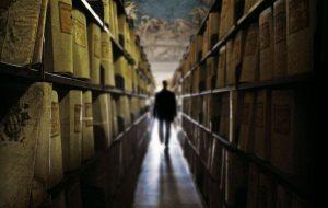 """Kokias praeities paslaptis slepia į Vakarus pervežti vadinamieji """"Mitrochino archyvai""""?"""