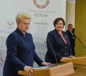 Prezidentė Dalia Grybauskaitė susitikimo su Seimo valdyba metu.