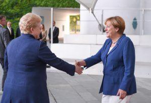 Neformali vakarienė Berlyne: Lietuvos Prezidentė Dalia Grybauskaitė ir Angela Merkel aptarė Europos Sąjungai iškilusius rūpesčius.