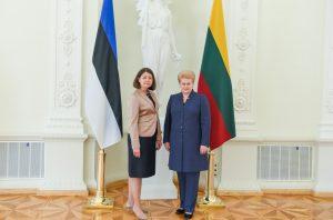 Estijos ambasadorė ponia Jana Vanaveski ir Lietuvos Prezidentė Dalia Grybauskaitė. Lietuvos Prezidento kanceliarijos (Robertas Dačkus) nuotr.
