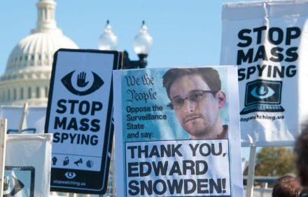 Pasaulyje kyla didelis vajus, kad oficialusis Vašingtonas suteiktų malonę JAV interesus išdavusiam ir Rusijoje šiuo metu besislapstančiam Edvardui Snoudenui. Toks judėjimas - labai keistas.