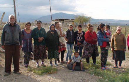 Tertero regiono azerbaidžaniečiai, kuriems tenka nuolat baimintis armėnų separatistų apšaudymų.