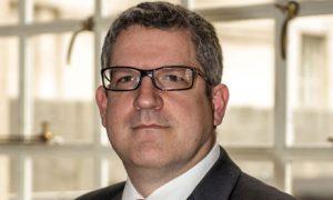 Endriu Parkeris, britų slaptosios tarnybos MI5 vadovas.
