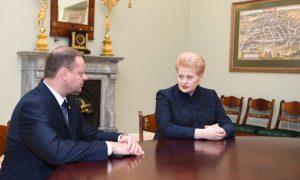 Kandidatas į Ministrus Pirmininkus Saulius Skvernelis ir Prezidentė Dalia Grybauskaitė. Prezidento kanceliarijos (Robertas Dačkus) nuotr.