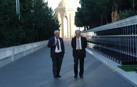 International Eurasia Press Fund vadovas Umudas Mirzojevas (kairėje) ir istorikas Algimantas Liekis.