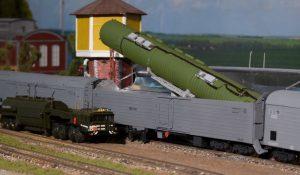 """Atominį ginklą gabenti galintis specialusis Rusijos traukinys """"Barguzin""""."""