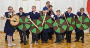 Prezidentė Dalia Grybauskaitė susitiko su užsienyje gyvenančių lietuvių vaikais.