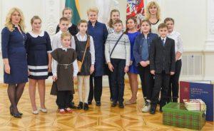 Prasmingas susitikimas: Lietuvos Prezidentė Dalia Grybauskaitė susitiko su Kaliningrado srityje, Lenkijoje, Latvijoje ir Baltarusijoje gyvenančių lietuvių vaikais.