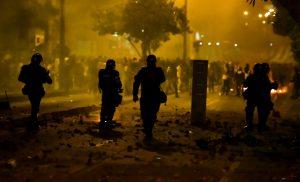 Kolumbijos policija neigia, kad pareigūnams buvo įsakyta šaudyti į protestuotojus. EPA-ELTA nuotr.