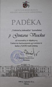 Krašto apsaugos ministras dėkoja už Lietuvos kariuomenės ir NATO populiarinimą. Slaptai.lt nuotr.