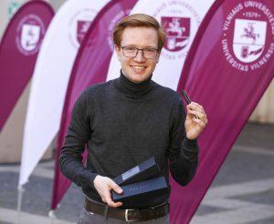 Vilniaus universitete įteiktas Broniaus Raguočio plunksnakotis. Mariaus Morkevičiaus (ELTA) nuotr.