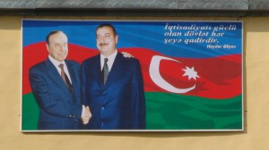 Paveiksle - Azerbaidžano lyderiai Geidaras ir Ilchamas Alijevai