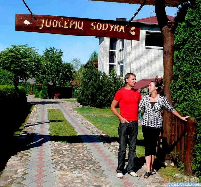 Loretos ir Valdo Juočepių sodyba Naujasodžio kaime, Molėtų rajonas