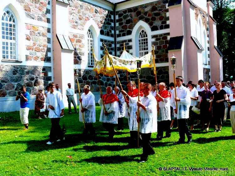 Punsko bažnyčios šventoriuje
