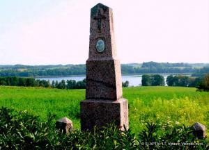 Galadusio paežerėje - paminklas Vytautui Didžiajam