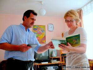 Punsko Kovo 11-osios licėjaus direktorė Irena Marcinkevičienė ir Algirdas Kalinauskas