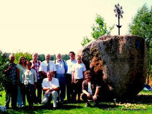 Vilniečiai prie Kovo 11-osios paminklo Kampuočiuose